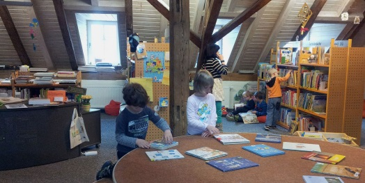 Podest in der Kinderbibliothek