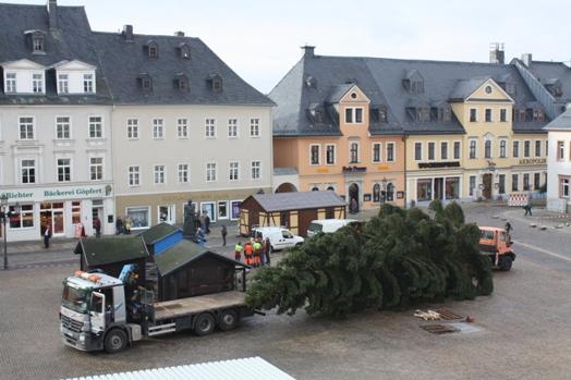 aufstellen weihnachtsbaum 2015 rathaus gro e. Black Bedroom Furniture Sets. Home Design Ideas